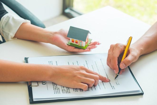 Mẫu 1: Hợp đồng mua bán nhà, công trình có sẵn (hoặc hình thành trong tương lai)