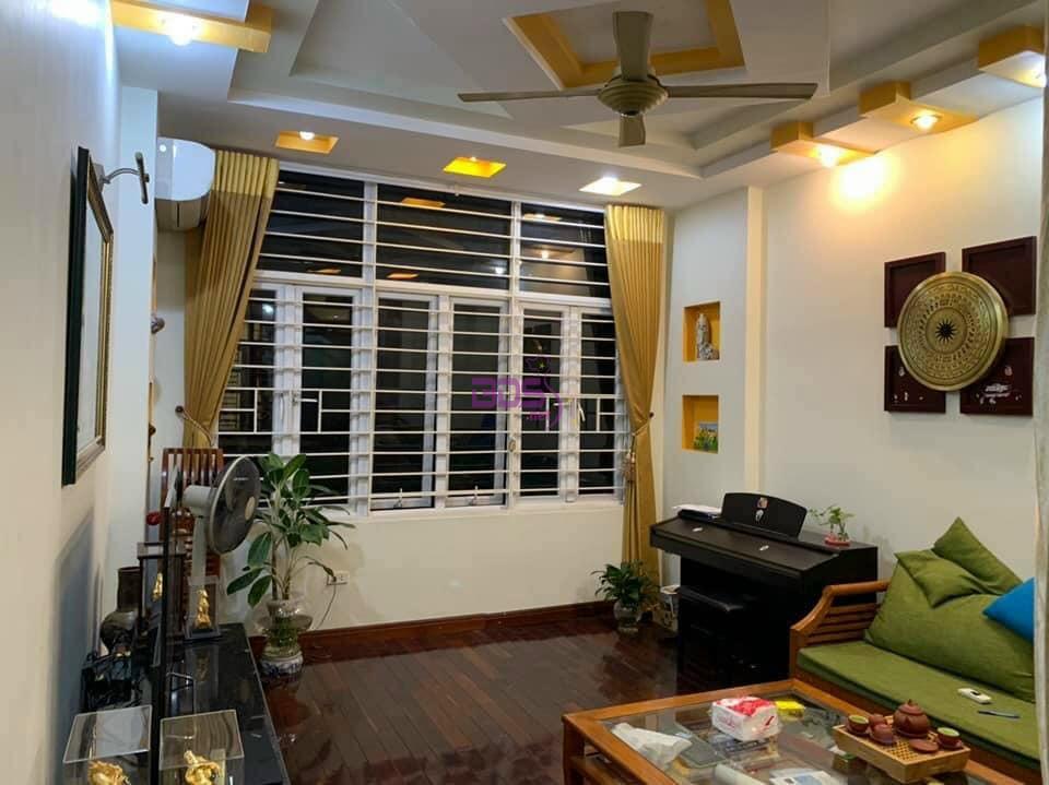 Chuyển nơi ở bán luôn căn nhà phố Vĩnh Tuy cực lộc, đẹp như mới