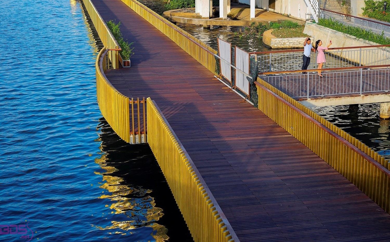 Cầu đi bộ Gỗ Lim
