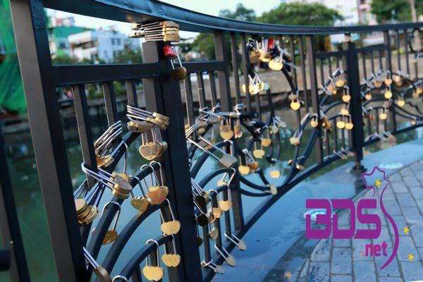 Những ổ khóa tình yêu