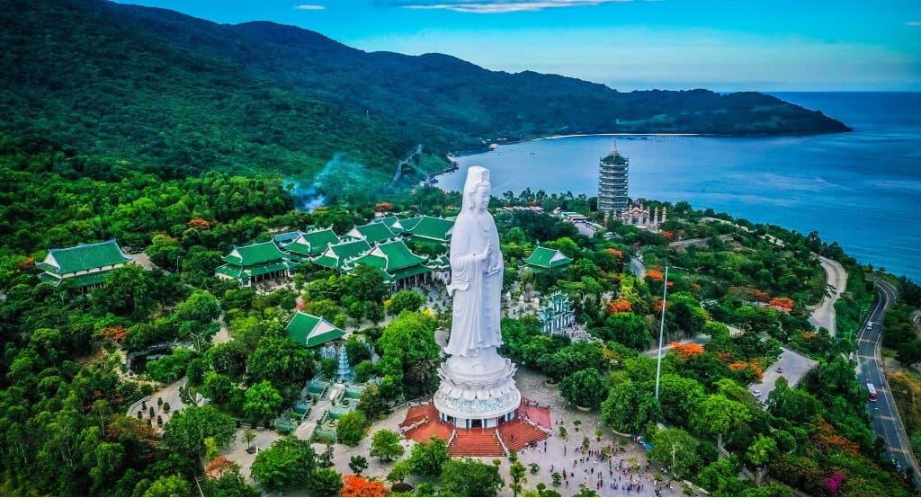 Chùa Linh Ứng - Mê mẩn với vẻ đẹp tôn nghiêm của chùa Linh Ứng tọa lạc trên bán đảo Sơn Trà