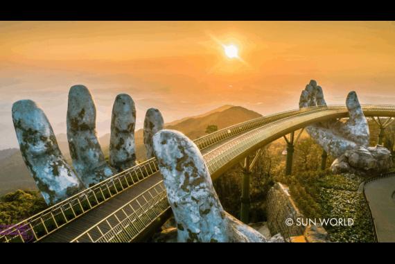 Cầu Vàng Bà Nà Hills (Golden Bridge) - Khiến nhiều du khách và các kiến trúc sư phải bất ngờ trước sự sáng tạo độc nhất vô nhị của nó