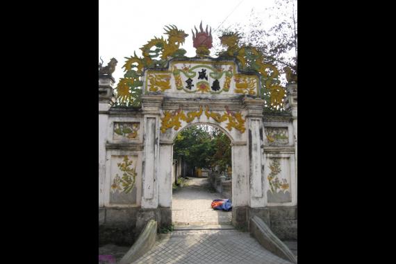 Chùa Mía - Chùa được trùng tu nhiều lần song đến nay quy mô tôn tạo thời Bà chúa Mía dường như vẫn được bảo tồn nguyên vẹn