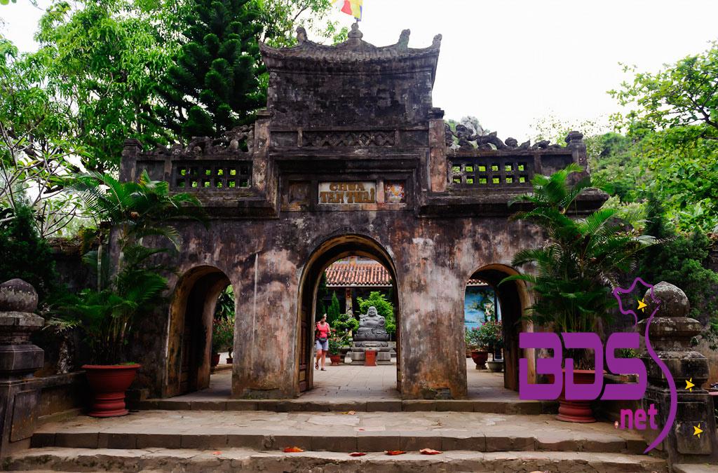 Cổng vào chùa Tam Thai