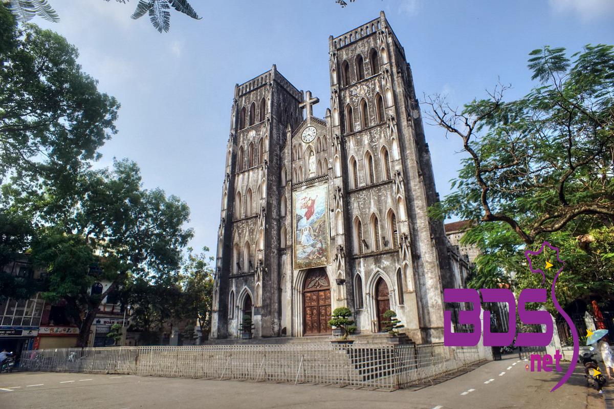 Phía mặt tiền nhà thờ