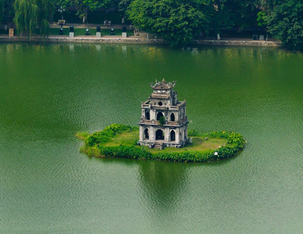 Nước hồ xanh quanh năm